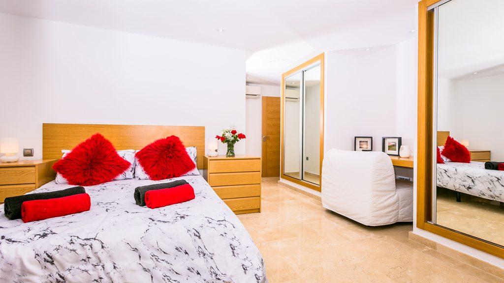 Montgo Room and Desk