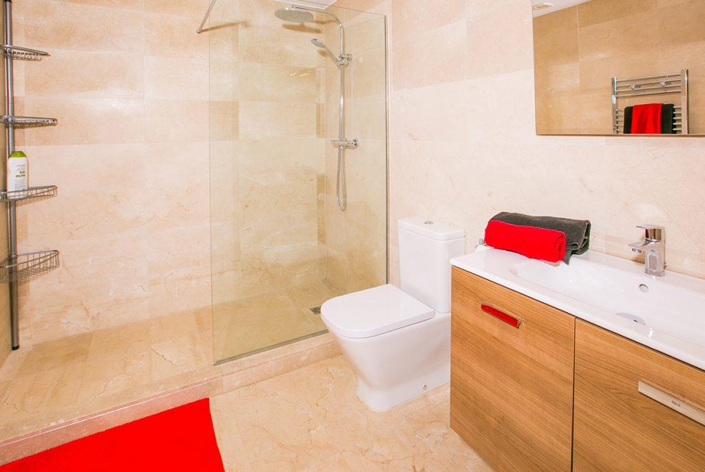 Montgo En-suite Bathroom