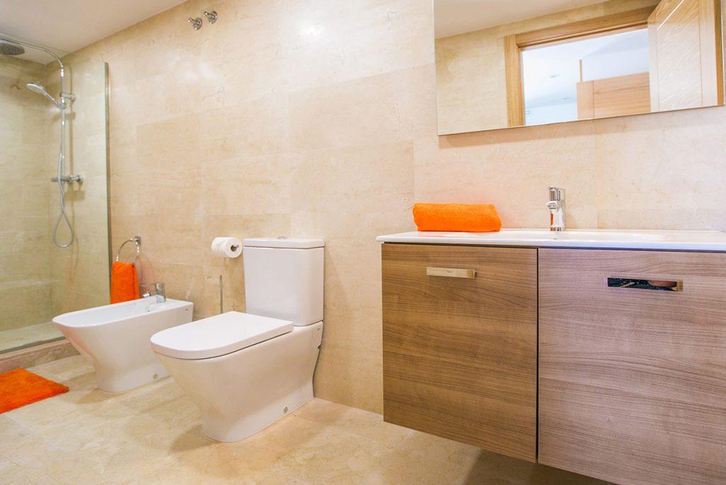 Portichol En-suite Bathroom