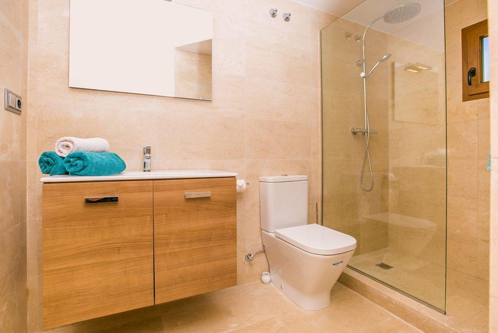 Rafalet En-suite Bathroom